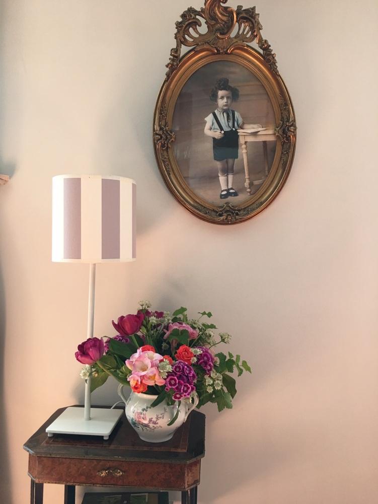 Photo du père de Martine à l'âge de 3 ans (1926) sur le mur de la salle à manger